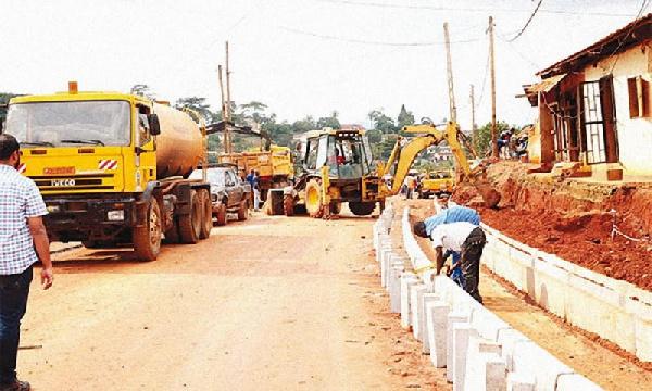 Chantier de construction d'une route