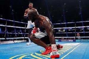Anthony Joshua a battu le franco-camerounais sur arrêt de l'arbitre à la 10e reprise