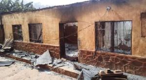 Des élèves incendient le Lycée de Nkometou