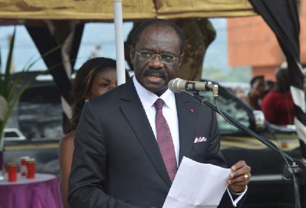 Narcisse Mouelle Kombi, ministre des sports
