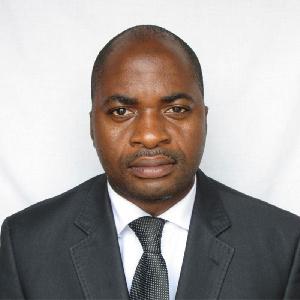 Le Président du FDC appelle ainsi Beti Assomo à rappeler son élément à l'ordre.