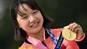 Momiji Nishiya entre dans l'histoire et remporte l'or en skateboard à seulement 13 ans