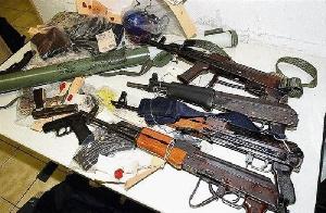 Les accusés indiquent que le matériel appartiendrait à un sergent en service au BIR