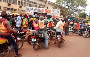 Beaucoup de jeunes diplômes au Cameroun s'adonnent au métier de taxi-moto