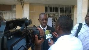 Me Simh dit plutôt que Mme BEYALA avait promis de retirer sa plainte chez le procureur
