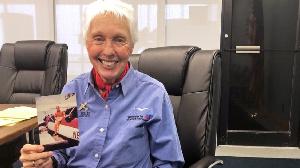 La femme qui a attendu 60 ans pour aller dans l'espace réalise enfin son rêve