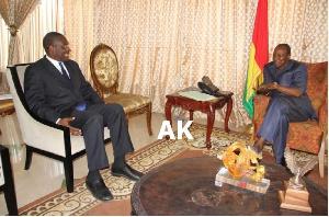 Christopher Fomunyoh  en présence du président Condé (Archives)