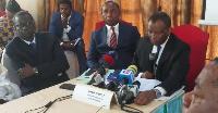 Il a présenté sa candidature ce 26 octobre 2020 au cours d'une conférence de presse à Yaoundé