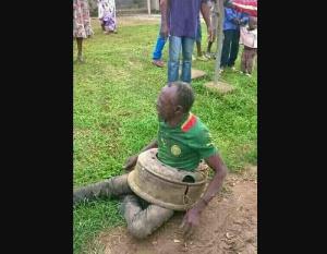 Un sorcier attrapé dans un village au Cameroun