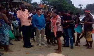 Ils dénoncent 'l'assassinat' de leur compatriote tué par des inconnus