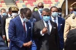 Le premier ministre Dion Ngute et le ministre des Sport Mouelle Kombi