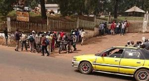 Des dizaines d'employé d'Eneo Bafoussam sont entrés en grève ce matin