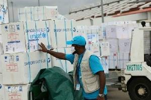 Cargaison de vaccins à l'aéroport de Nsimalen