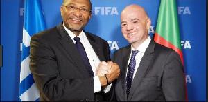 Seidou Mbombo Njoya et Gianni Infantino