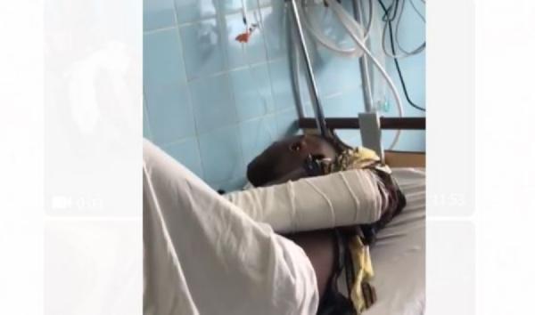 Tenor sur le lit de l'hôpital