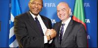 Gianni Infantino, President de la FIFA et le président de la FECAFOOT