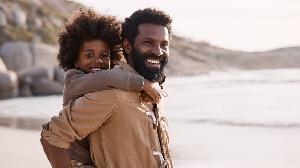 Les pères humains s'engagent dans des formes de prise en charge très exigeantes