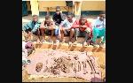 Des élèves arrêtés avec un ossement d'un être humain