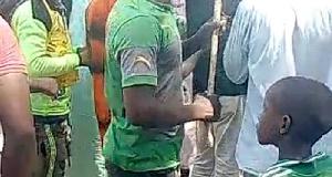 Un malvoyant lynché par une foule en colère