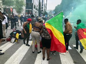 Le rassemblement qui se tient devant les institutions de l'Union Européenne