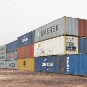 Des conteneurs entreposés au port de Douala