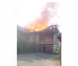 Le domicile de Elisabeth Tankeu en feu