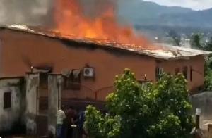 Le tribunal de Foumbot incendié