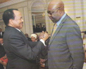 Paul Biya a rendu un hommage jugé insultant par les internautes à Manu Dibango