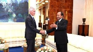 L'Ambassadeur américain Peter Balerin et Paul Biya