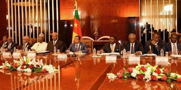 Paul Biya et ses ministres lors d'une reunion gouvernementale
