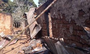 Des maisons brûlées par des militaires à Ngarbuh
