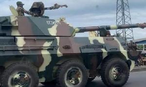 Ils sont composéc de camions remplis de plusieurs centaines de militaires et de chars de guerre