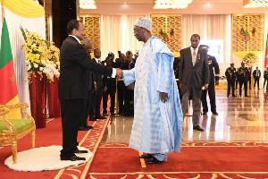 Bayero Fadil, saluant Paul Biya
