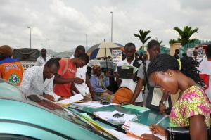 Des Jeunes A La Recherche Demplois Cin123602 Cameroon Info P Net 800xm1x