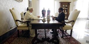 Le président Biya reçu en audience par le Pape François en 2017