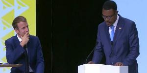 Ateki Seta Caxton face à Emmanuel Macron