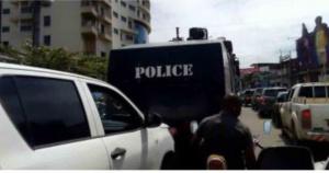La police dans les rues de Douala