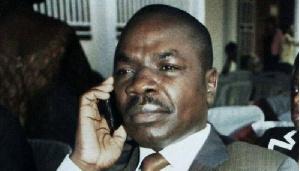 Amougou Belinga au téléphone