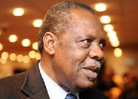 Issa Hayatou nommé président d'honneur de la CAF
