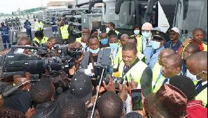 On se serait attendu à voir les autobus à l'œuvre à Yaoundé-Nsimalen et Douala