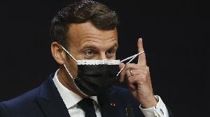 Le style de M. Macron contraste certainement avec le réseautage de salon