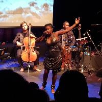 Soraya Ebelle est une jeune chanteuse Camerounaise