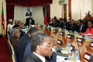Les ministres à une réunion de travail