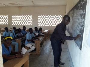 Enseignants et élèves dans une salle de classe