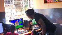Richard Bona à Kampala n'avait pas pu s'empêcher de visiter des enfants vulnérables