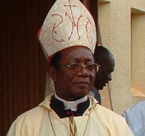 Mrg Victor Tonye Bakot a eu un accident récemment et peine à se relever de sa convalescence