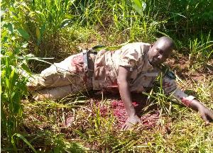 Le militaire gisant dans son sang
