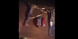 Vue partielle des armes découverts dans le véhicule
