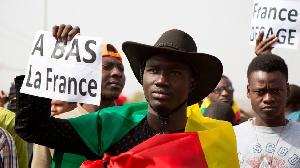 La France a posé différents actes symboliques pour rétablir les relations avec l'Afrique