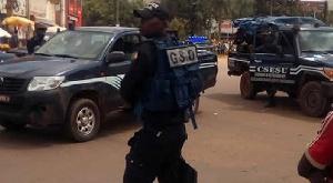 La police recherche tout ce qui est utilisé dans la fabrication des bombes artisanales